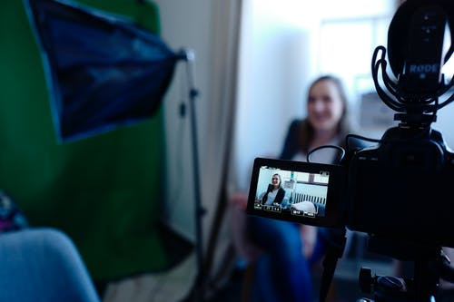 Personalized Videos: An Effective Way to Raise Response Rates?
